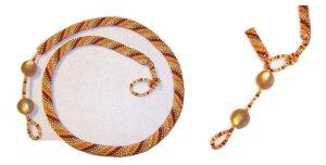 gehäkelte Perlenkette in warmen Tönen